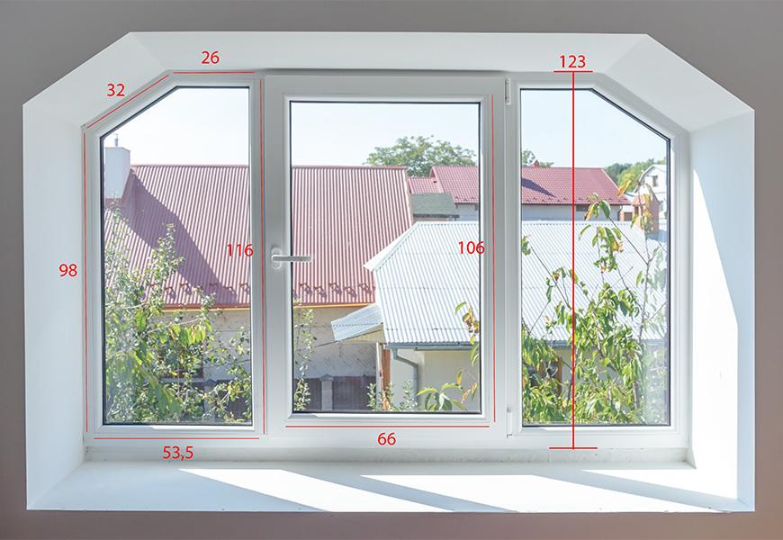 Широкое трапециевидное мансардное окно в частном доме